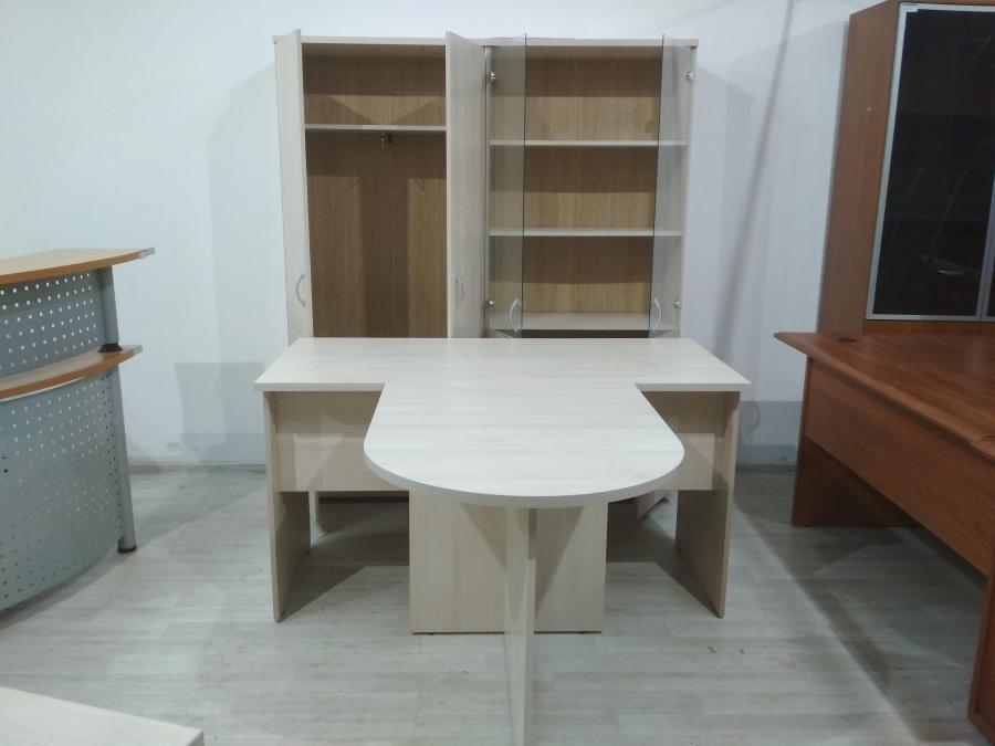 Комплект мебели (стол с брифингом и 2 шкафа) ЛИДЕР 140 (светлый дуб) НОВЫЙ!