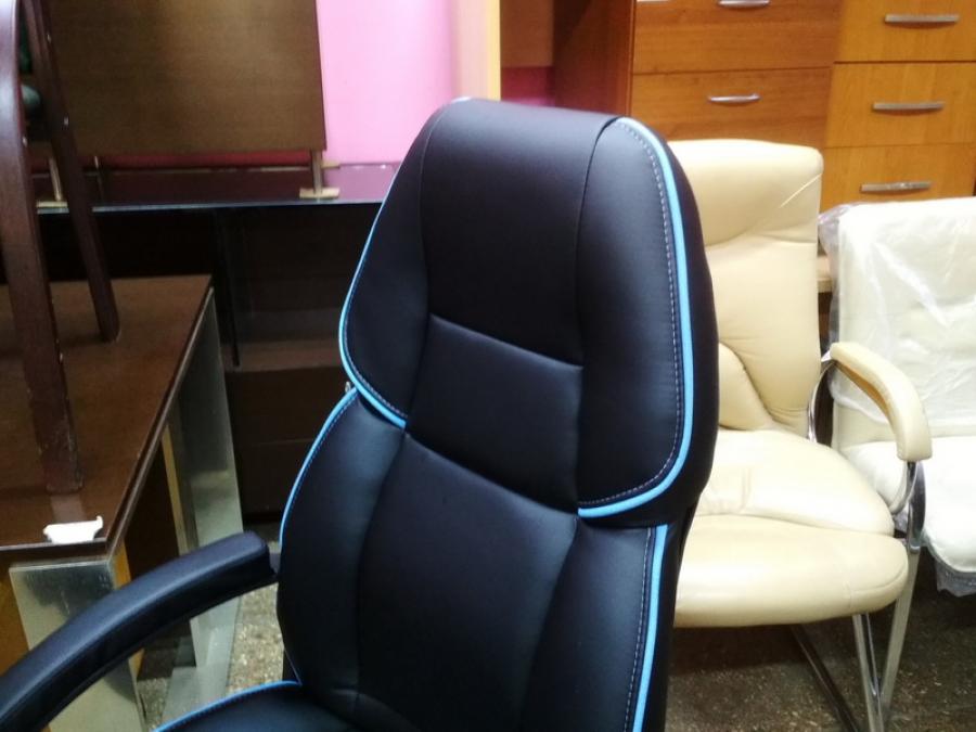 Кресло руководителя Адмирал (черный/кант голубой). Новое!!!