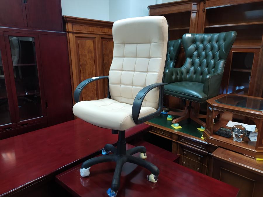 Кресло руководителя СТИЛЬ (крем). Новое!