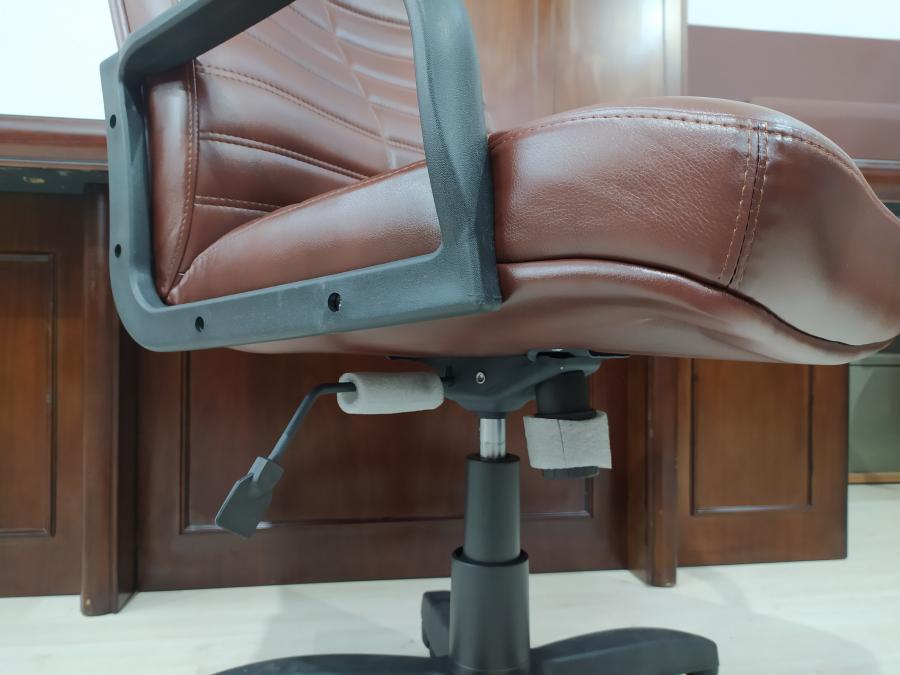 Кресло руководителя ОРМАН (коричневый). Новый!