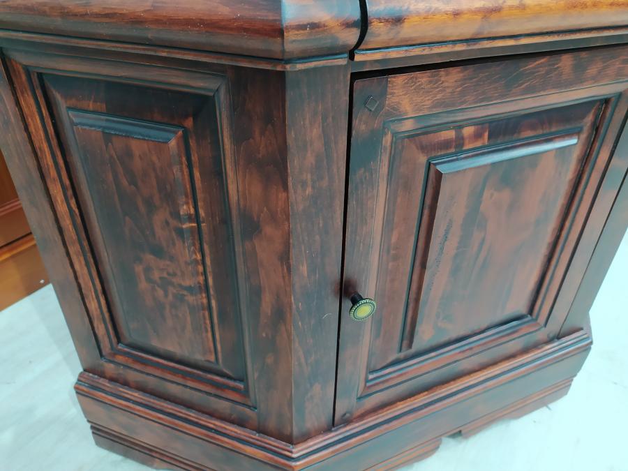 Шкаф угловой 5 полок верх стекло, низ двери б/у