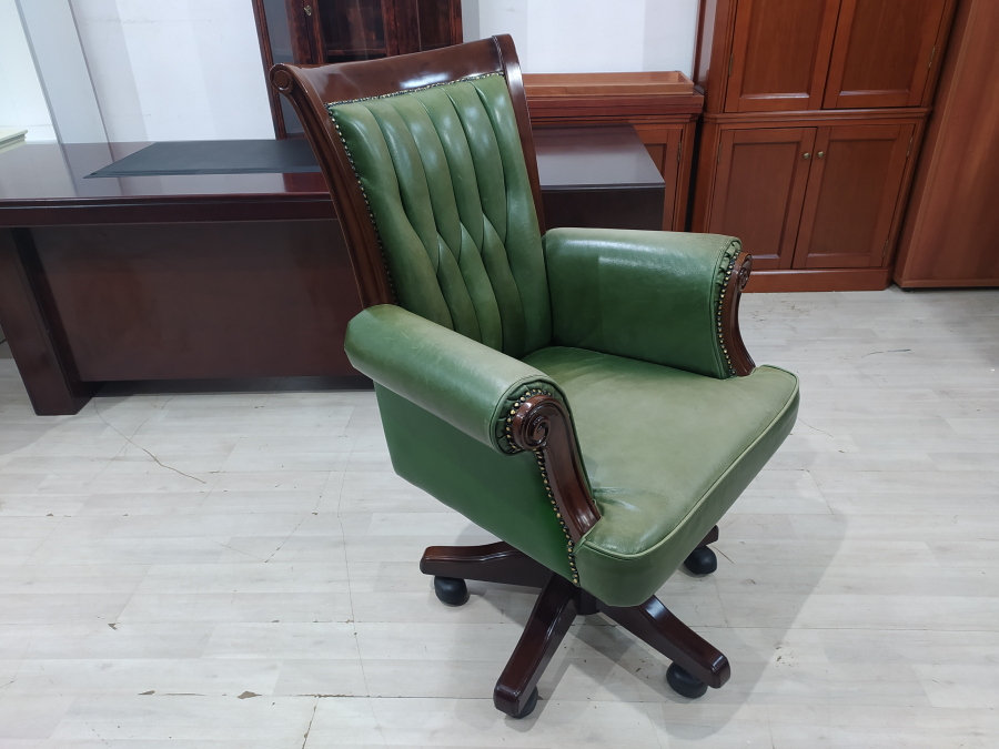 Кресло руководителя кожа/дерево  б/у 12311