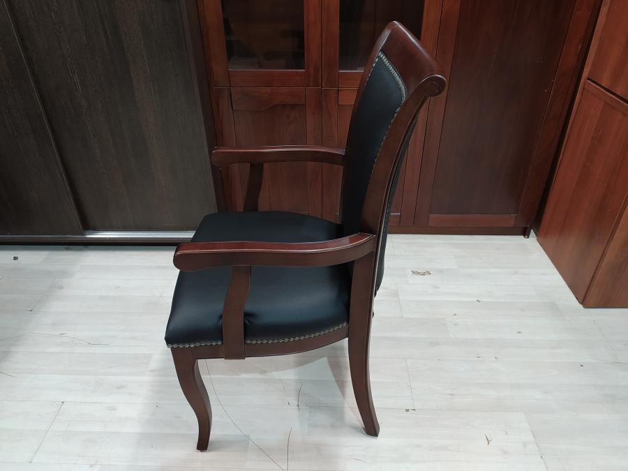 Кресло для переговорной кожа/дерево новое
