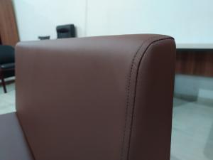 Диван холловый 2-местный (коричневый кож.зам). Новый