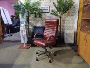 Кресло руководителя ОРИОН Хром МТГ (коричневый). НОВОЕ!