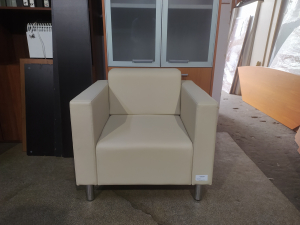 Кресло мягкое для посетителей Д1М (крем) Новое
