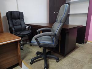 Кресло руководителя Адмирал (серый/кант голубой) Новое