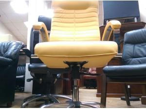 Кресло руководителя ОРИОН Хром МТГ (кожа персик). НОВОЕ!
